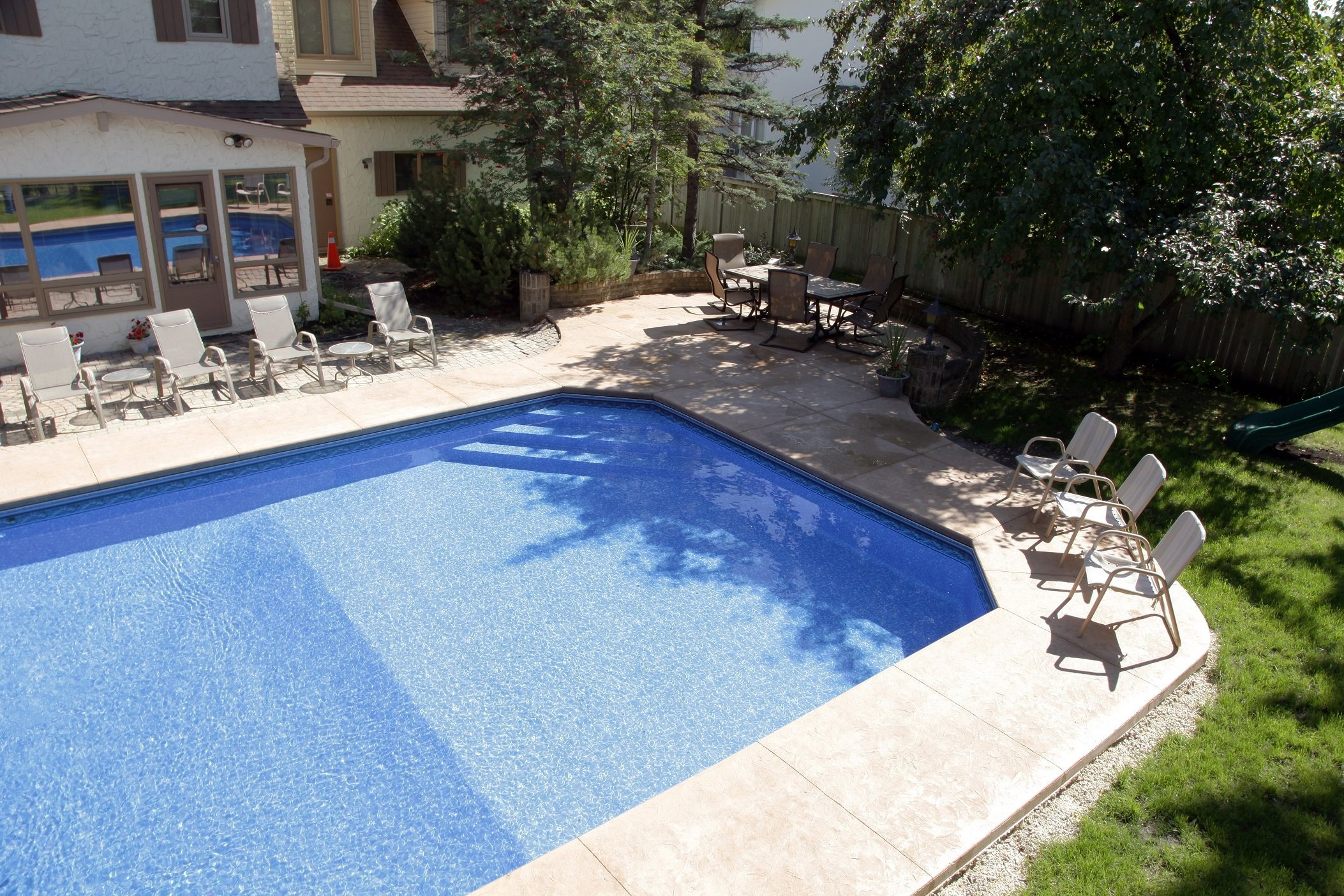 Average pool liner replacement cost aqua tech for Cost of inground swimming pool average